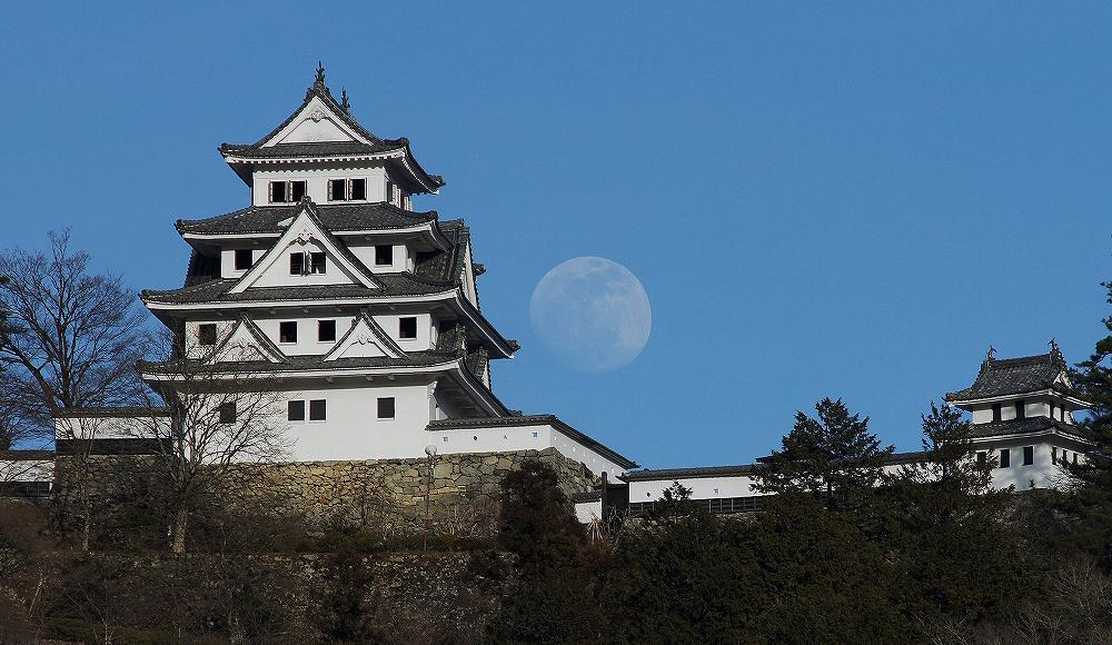 郡上八幡城と昼月